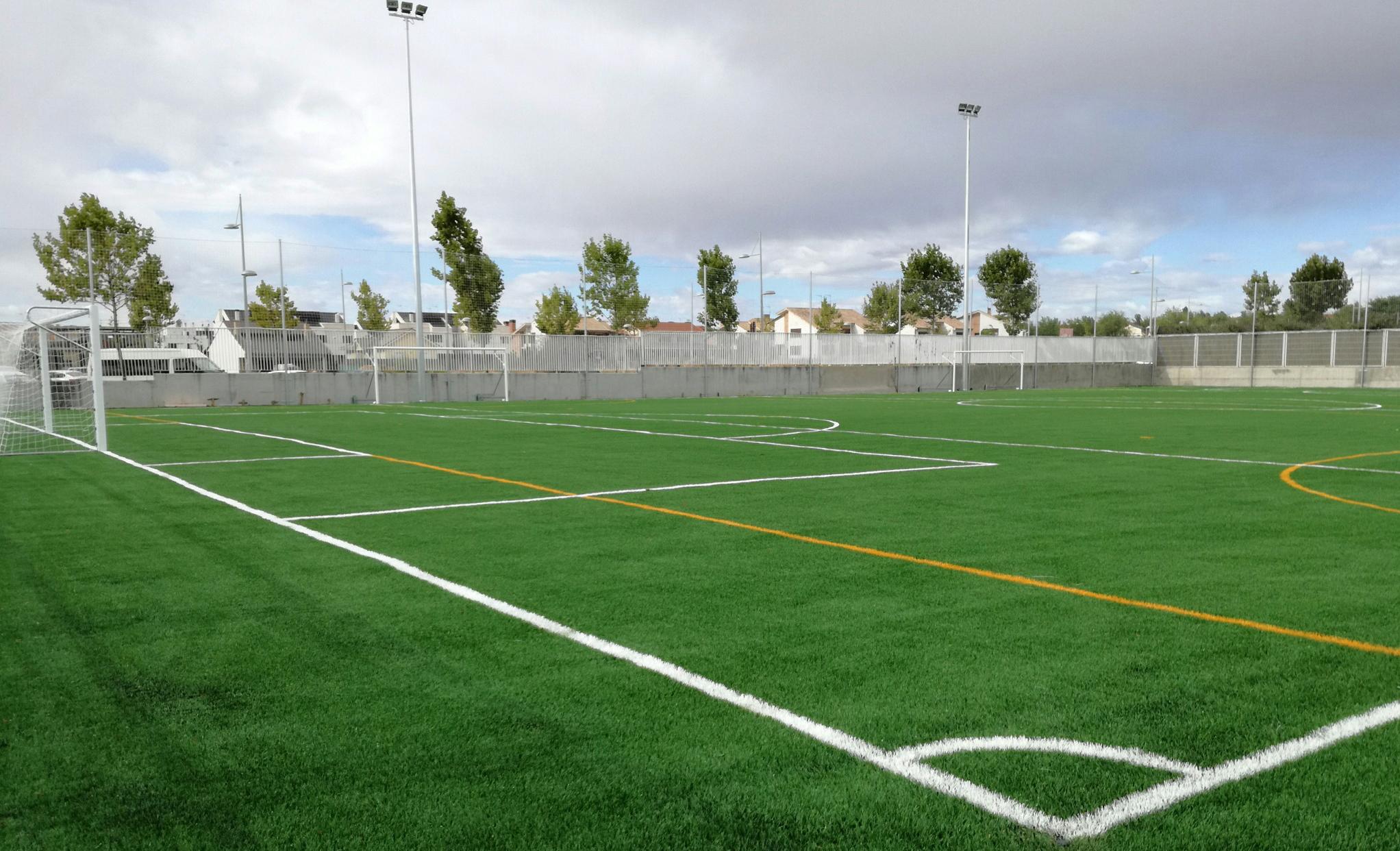 Campo de fútbol 7 en el Colegio Kolbe con césped 4NX de Mondo