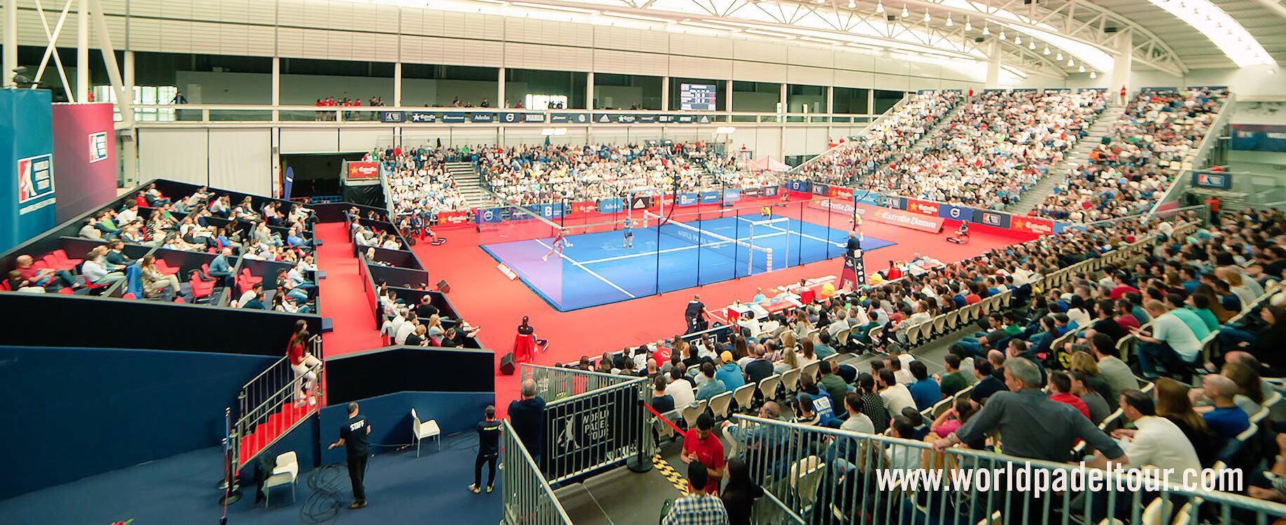 Pista central del Open de A Coruña del WPT, equipada con STX Supercourt.