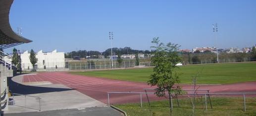 Estado actual de la pista de atletismo de Elviña, cuyo pavimento se renovará con Sportflex SX 720.