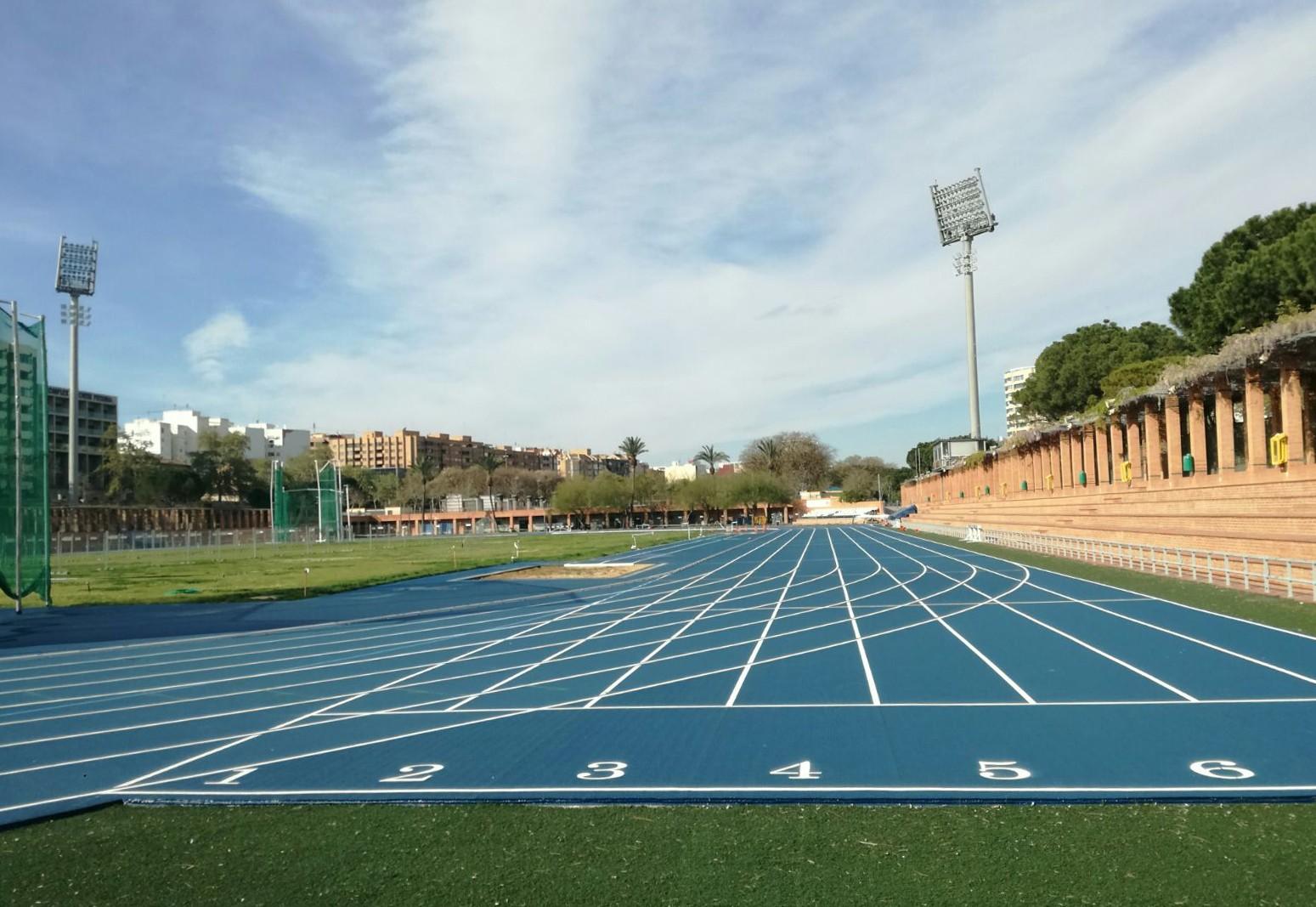 La Pista De Atletismo Del Estadio Del Turia Estrena