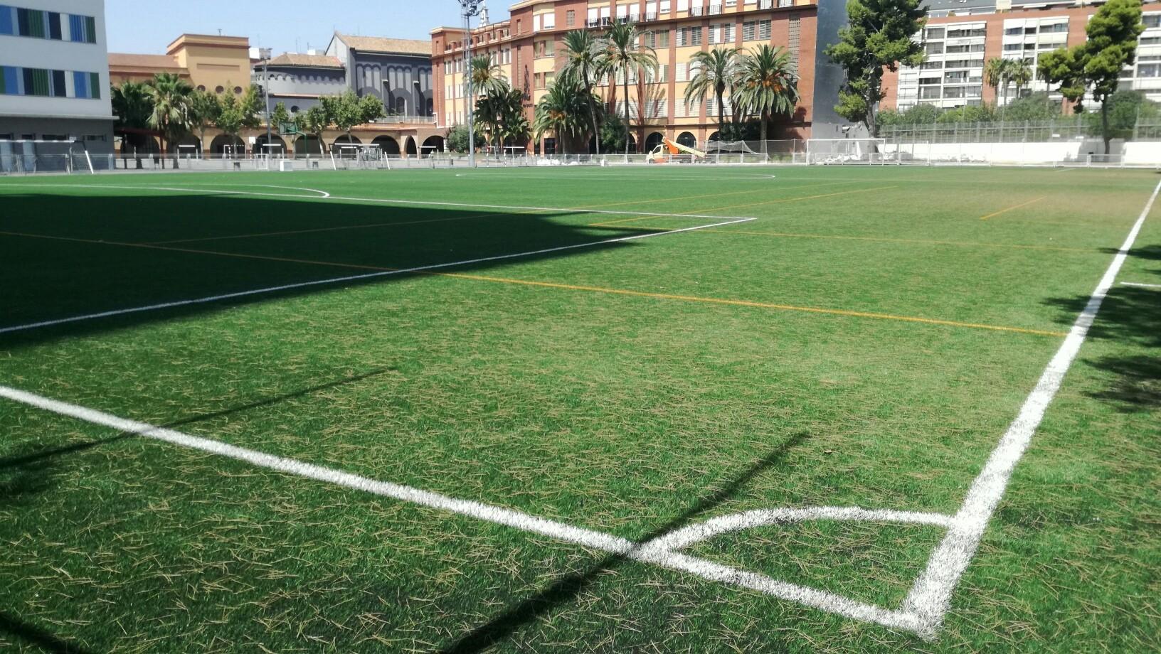 Durante este verano, el Colegio San Juan Bosco (Salesianos) de Valencia también ha equipado con césped Mondo el campo de fútbol 11.