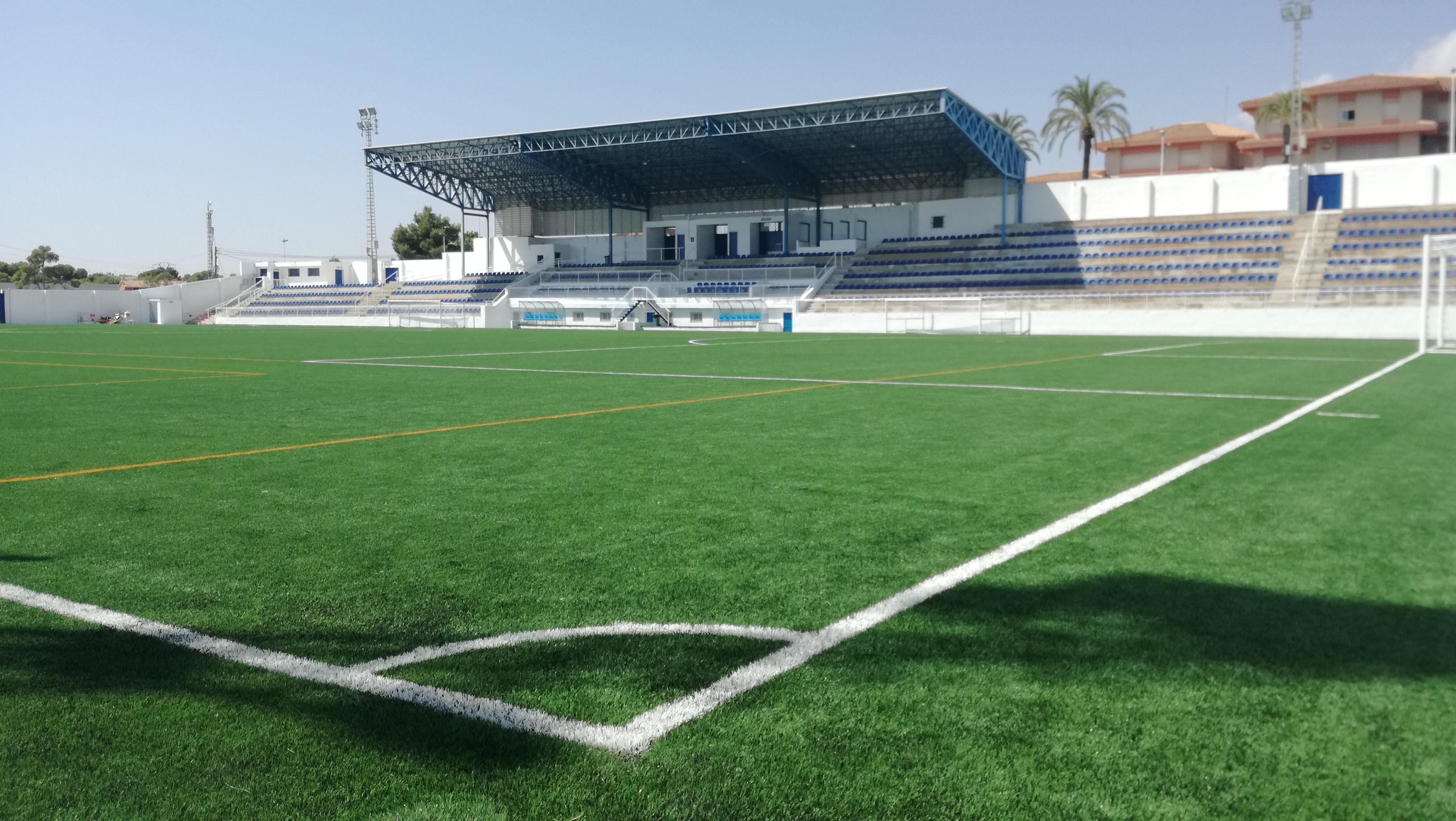 El campo de fútbol Enrique Miralles de Crevillent acaba de estrenar 1.200 asientos Mondoseat.