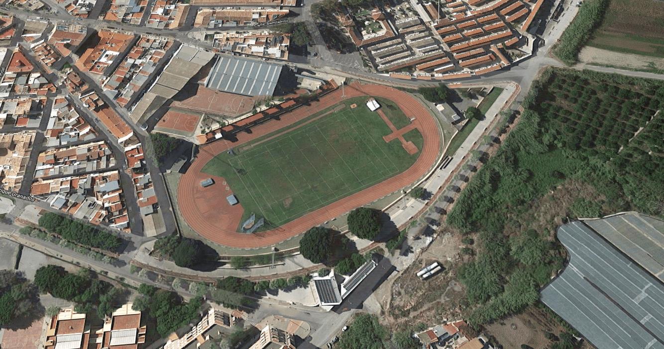 Vista actual de la pista de atletismo del Estadio Emilio Hidalgo de Motril.