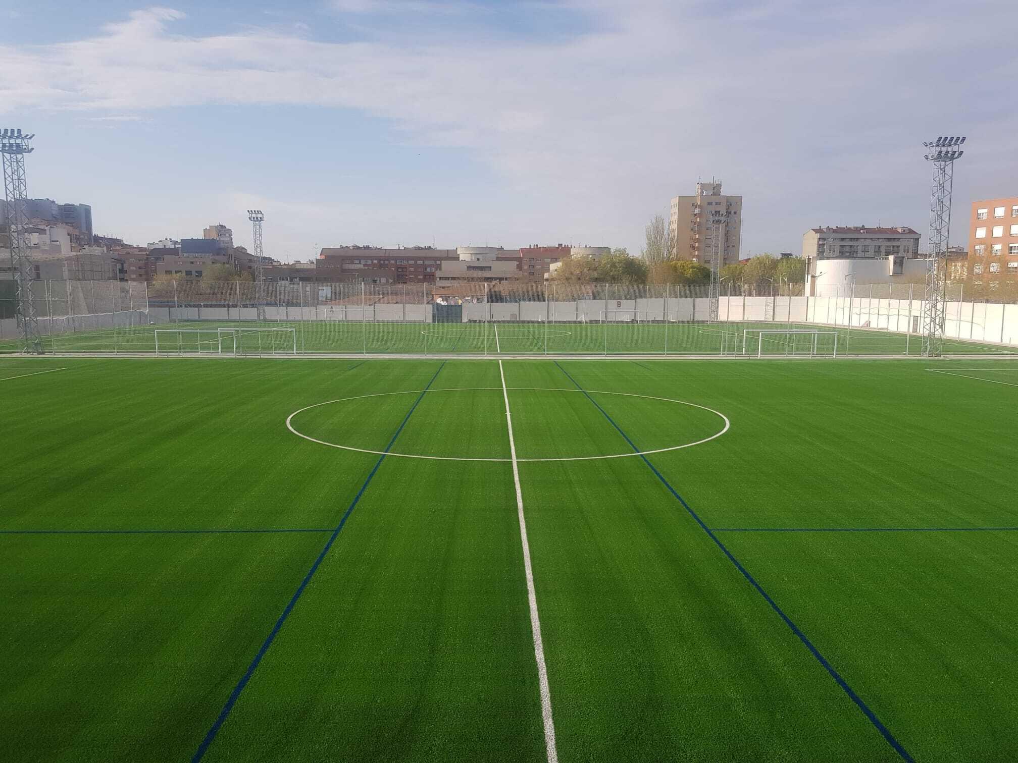 Albacete cambia la tierra por césped de Mondo en dos campos del Complejo Deportivo Carlos Belmonte