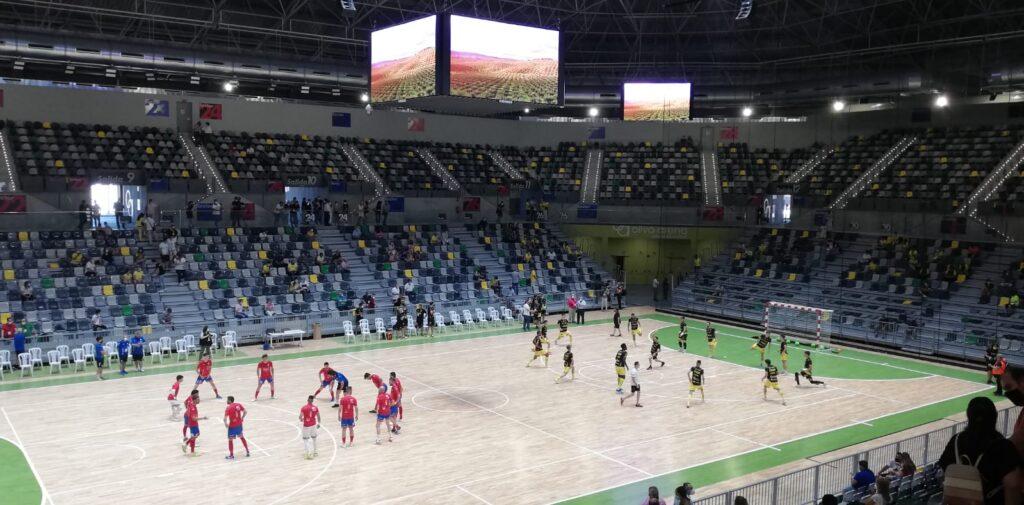 Partido inaugural en el Olivo Arena